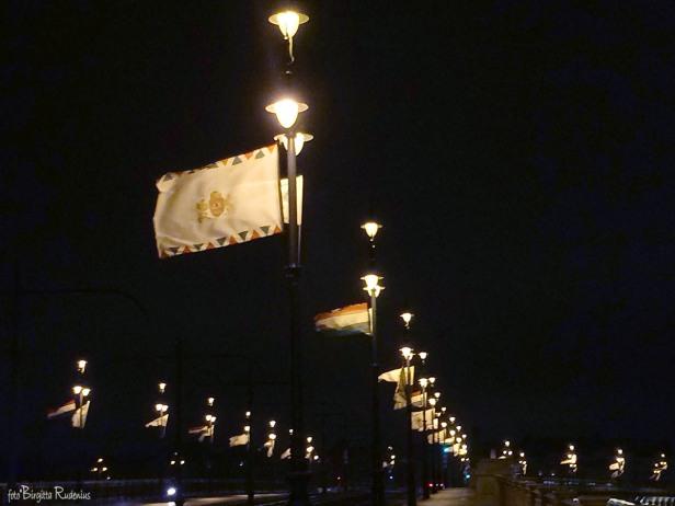 Flaggor över bron, Budapest